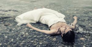 Braut im Wasser