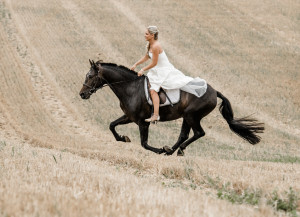 Braut reitet
