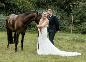 Brautpaar mit Pferd